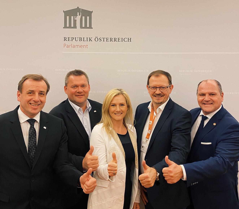 Schroll: NEOS und FPÖ wollen ArbeitnehmerInnen 532 Millionen Euro pro Jahr nehmen